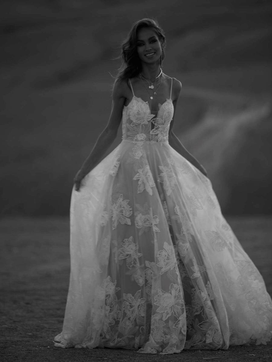 AVERY-ML17015-WEDDING-DRESS-MADI-LANE-BRIDAL-7
