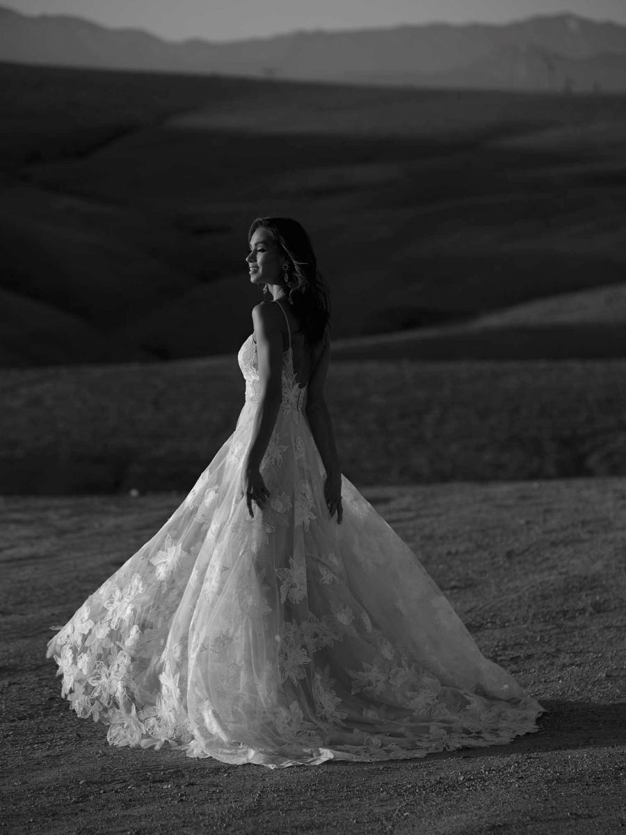 AVERY-ML17015-WEDDING-DRESS-MADI-LANE-BRIDAL-8