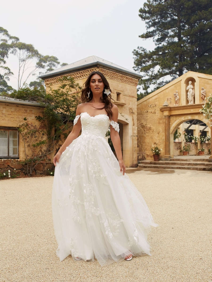 ELORA-ML8518-IVORY-LACE-AND-TULLE-GOWN-WITH-FITTED-BODICE-AND-FLOATY-TULLE-SKIRT-WITH-DETACHABLE-OFF-SHOULDER-STRAPS-WEDDING-DRESS-MADI-LANE-BRIDAL1_1